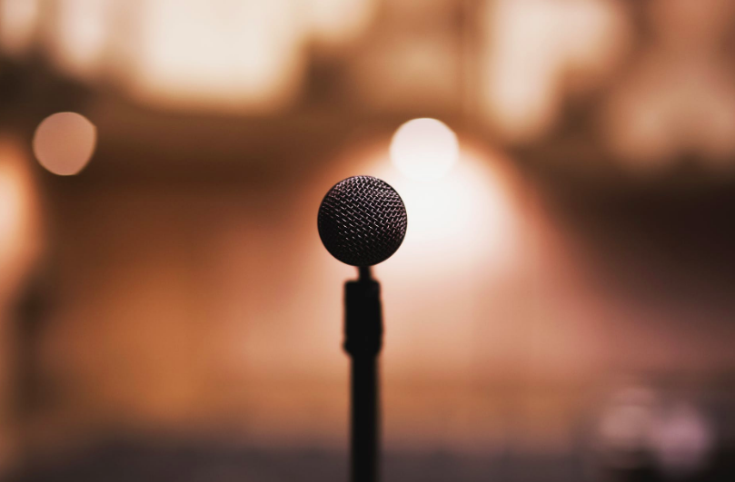 12 Best Motivational Speakers to Capture Your Audience